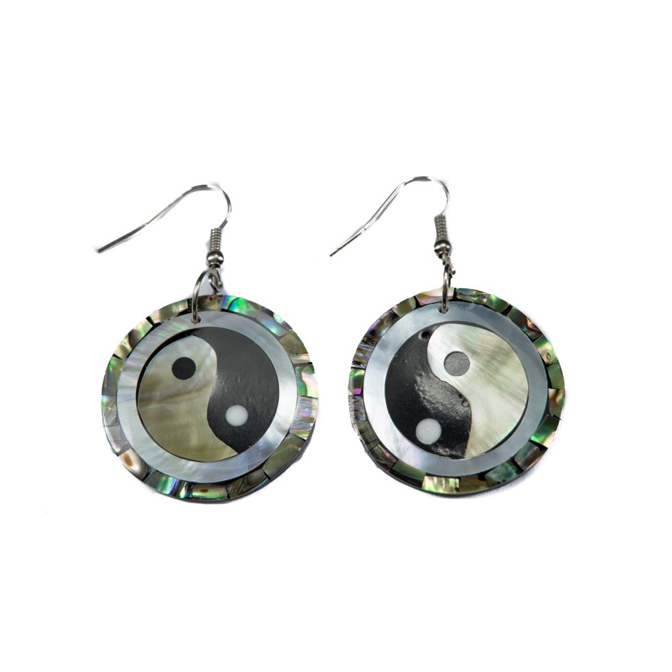 Shell earrings Yin&Yang in a pearl