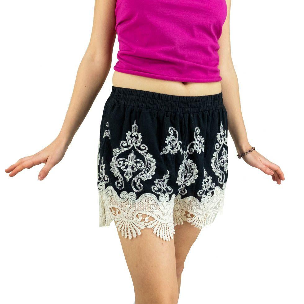 Women's lacy shorts Aom Hitam