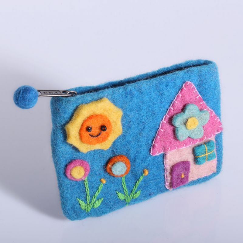 Little felt purse with a house motive turquoise
