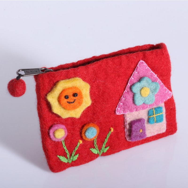 Little felt purse with a house motive Red