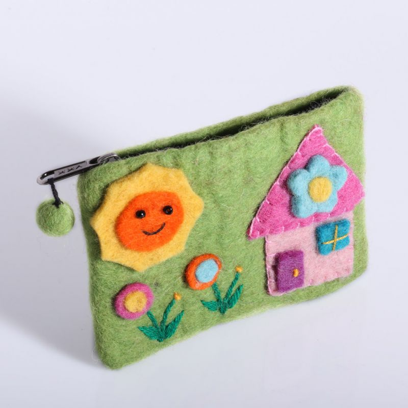 Little felt purse with a house motive Green